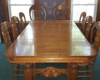 THE BEST SOLID OAK TABLE & 8 CHAIRS