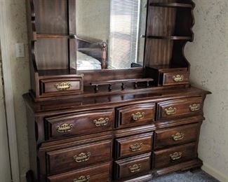 002 Kincaid King Bedroom Suite Dresser and Removable Hutch