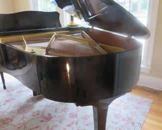 Yamaha G3 Grand Piano  Polished Ebony