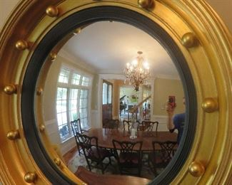 Federal Style Round Gilt Frame Mirror