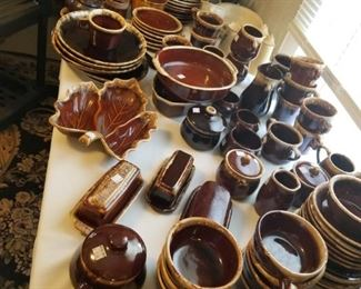 Hundreds of pieces of Hull Brown drip pottery
