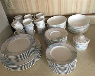 Mikasa Maxima Monet China Set