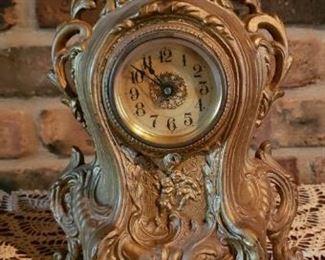 Mantle clock, vintage clock
