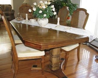 dining room table + 2leaves & 6 chairs $75