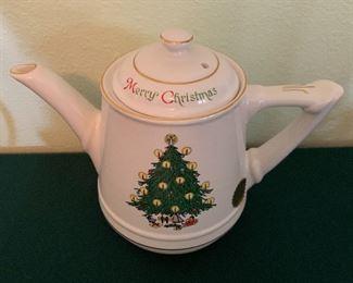 Hall Christmas Teapot