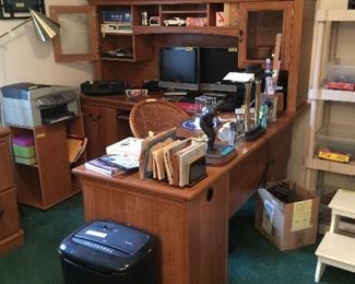 L Shape Office Desk with Hutch Shelf and Return