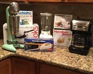 Small Kitchen Appliance Lot 1 https://ctbids.com/#!/description/share/235807