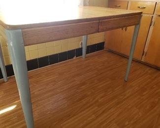 Vintage Kitchen Table https://ctbids.com/#!/description/share/235707