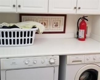 Laundry room counter & cabinets