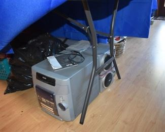 CD player / stereo with dual speakers
