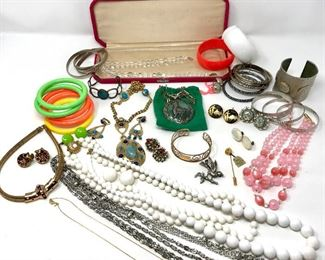 Silver and Costume Jewelry https://ctbids.com/#!/description/share/235942