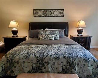 Head/Foot Lift & Massage Bed With Matching Nightstands & Lamps