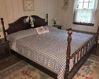 king size bed (comes with 2 dressers and 2 night stands in the set)