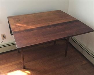 large table (with fold down leaves)