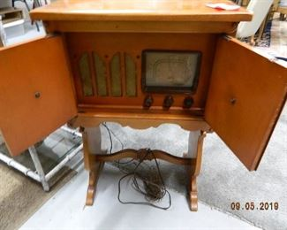Antique radio/end table