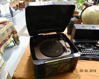 antique radio/turntable