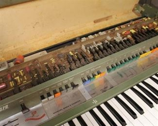 Vintage Farfisa vip 370 keyboard in untested condition, needs to be connected to an amp
