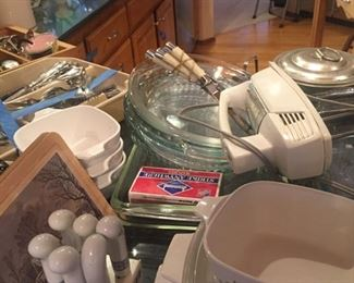Pyrex, corning in kitchen