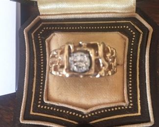 Large heavy gold man's ring-large diamond-tested