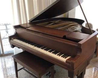 1925 Chickering Piano, good shape all keys play nice sound, could use tuning and some case refinishing.