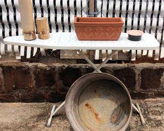 APC022 Vintage Basin, Plant Pots & More