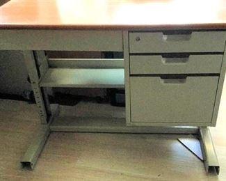 APC069 Metal Office Desk