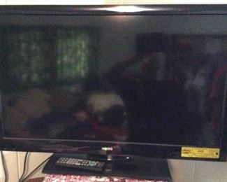 APC132 Sanyo Television with Remote