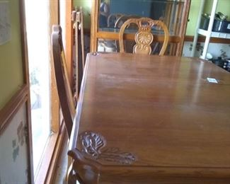 Oak table w/ 2 leaves, 4 chairs including host chair.