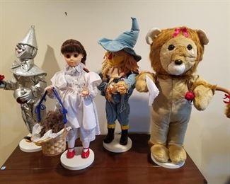 Large set of Wizard of Oz animatronic dolls. They move!!!