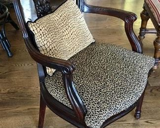 NICE CLEAN FABRIC & WOOD ARM CHAIR.
