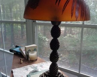 "love this ""cabiny"" look lamp"