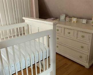 Beliini crib and dresser