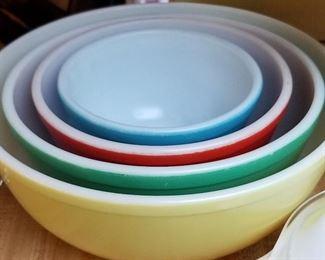 Vintage PYREX nesting mixing bowls- The whole set!