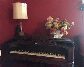 1800's grand piano
