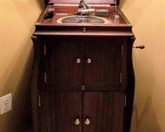 Antique Victrola, Excellent Condition.