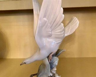 Vintage Lladro Turtle Dove in Flight by Garcia