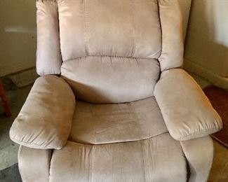 Lifestyle Solutions Overstuffed Recliner- (38W  38D  38H)