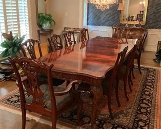 Henredon Dining Room Table with (10) Maitland-Smith Chippendale Style Chairs - STUNNING!!! Like new condition