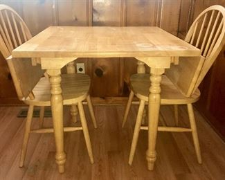 Drop-leaf dinette table with 2 chairs