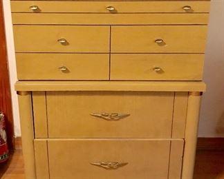 Retro creamy-yellow chest of drawers
