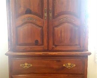 Queen Bedroom Set: Dresser