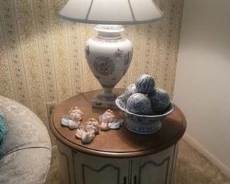 French Provincial drum table, beautiful lamp