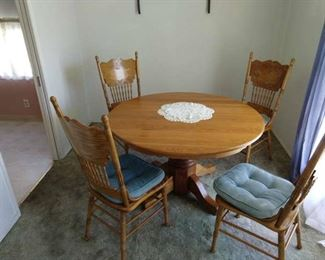 Oak table with 4 oak chairs in great condition