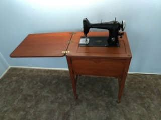 Vintage sewing machine ready to use.