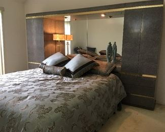 Amazing King Size bed with storage on each side, in headboard, mirror, Lightbridge, and mattress.