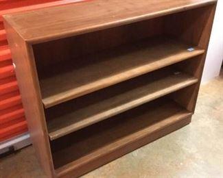 Drexel Vintage 2-Shelf Bookcase https://ctbids.com/#!/description/share/236960