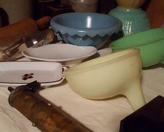 Jadite and custard juicers, Weller bowl, tea leaf dish