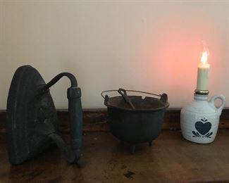 Cast iron Iron, miniature cast iron pot with ladle
