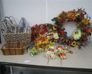 Fall Wreaths, Décor and Baskets