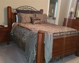 Lexington queen bedroom set mint condition